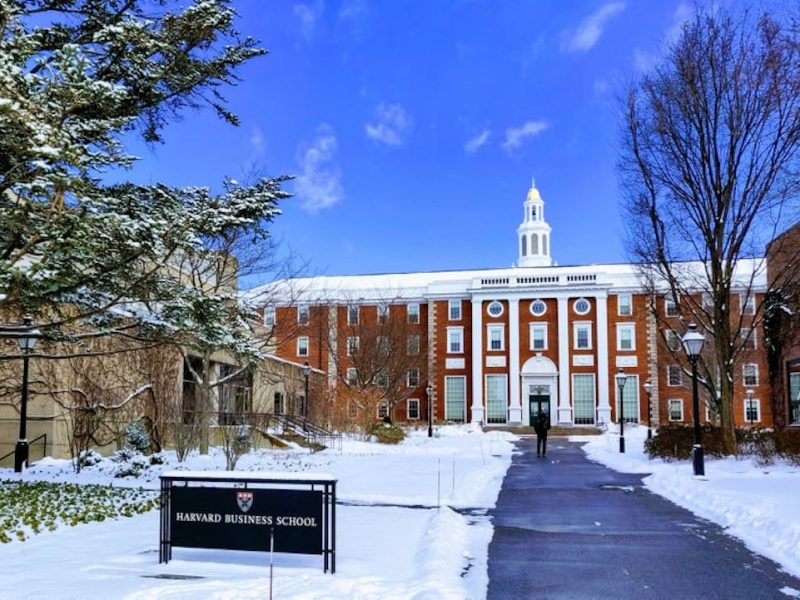 Harvard Business School(HBS)の難易度、授業内容や評判、卒業生の進路先とは